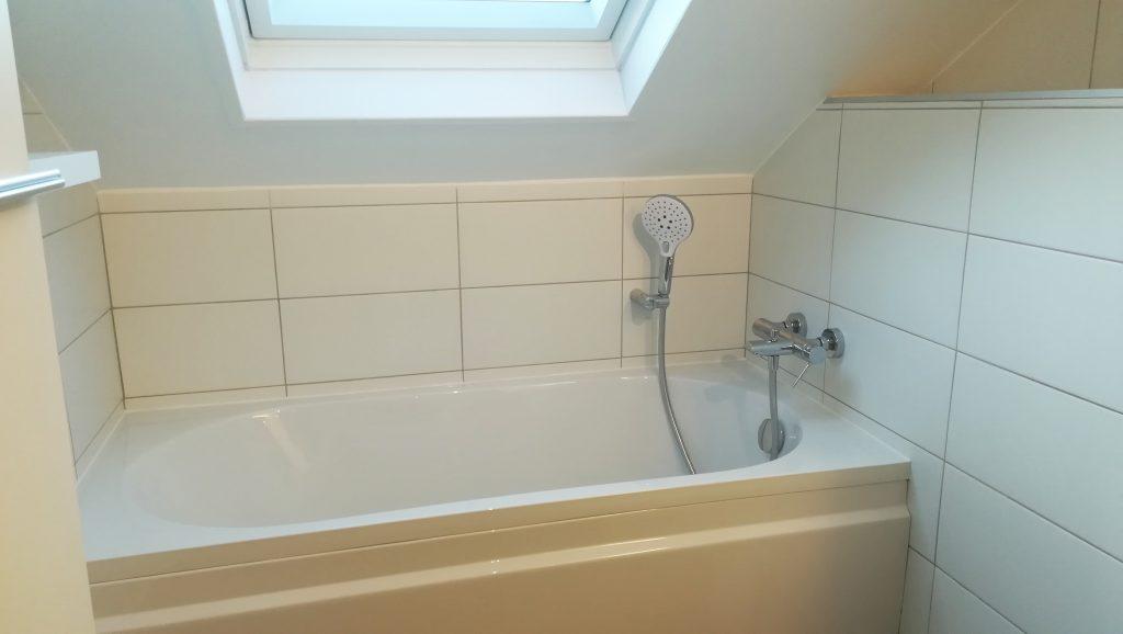 Salle de bains à Reims, baignoire sous pente